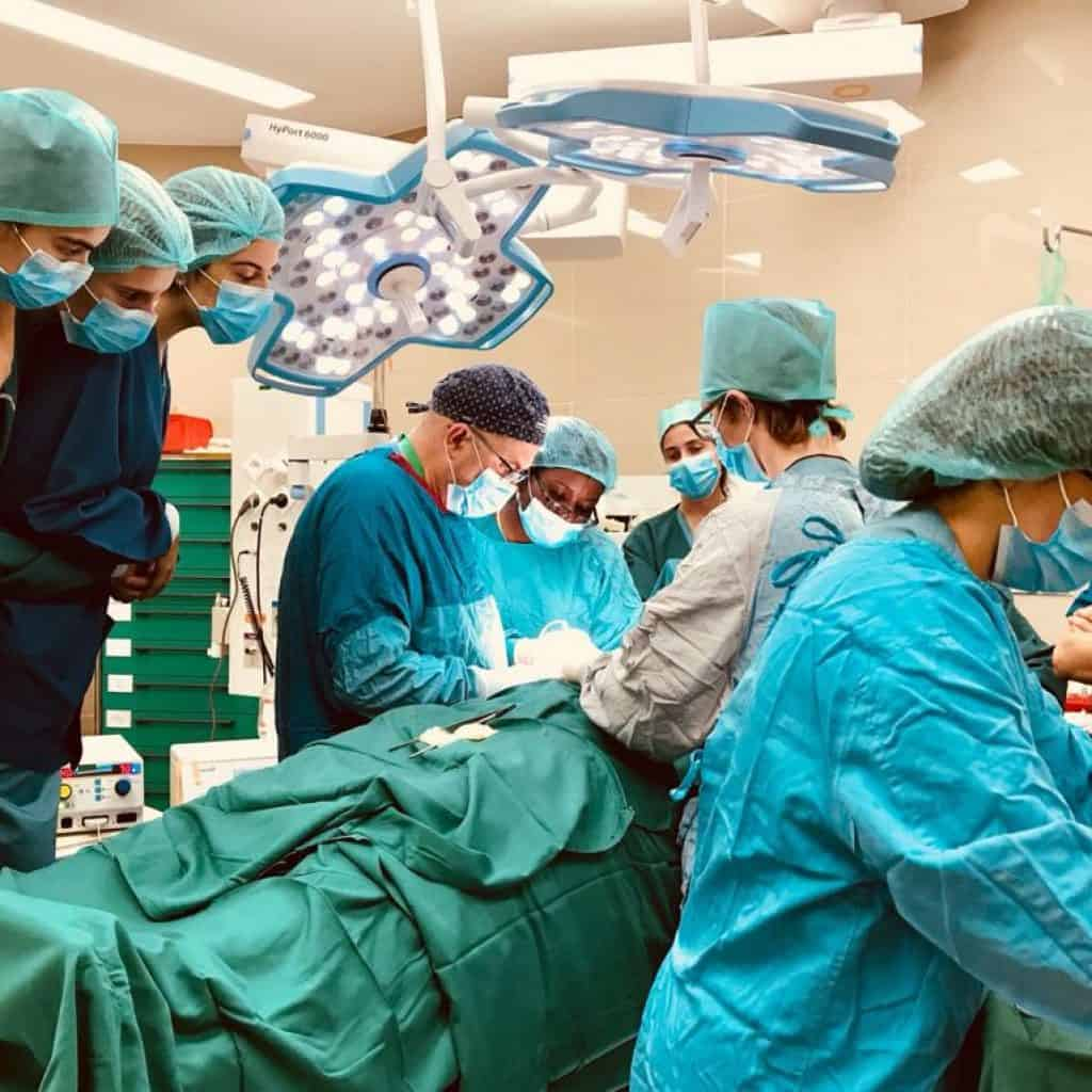 Medicos operando gracias al proyecto de CRIBADO DE CÁNCER DE CÉRVIX SOSTENIBLE